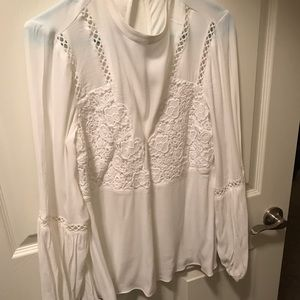 Guess withe embroidered top